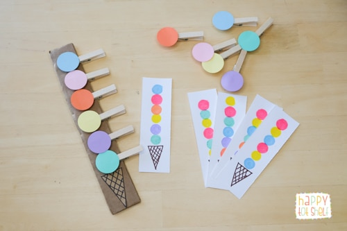 Add clothespin according to the colors of the dots on the pattern cards
